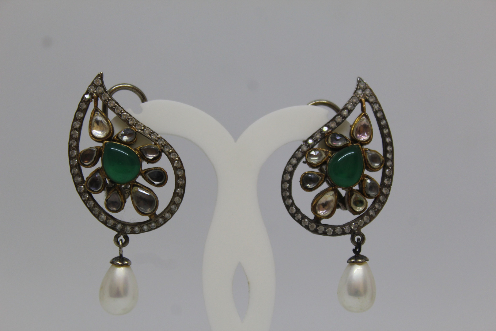VICTORION EARRING